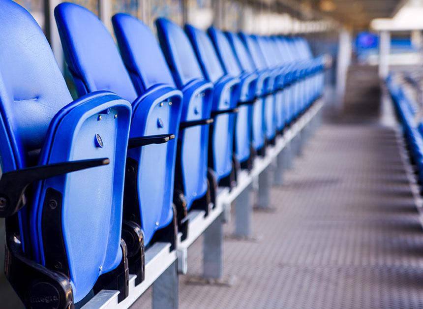 Reinigung von Tribünen im Stadion